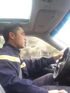 Anh chàng 8X vừa lái xe vừa hát rap về ngành phòng cháy chữa cháy