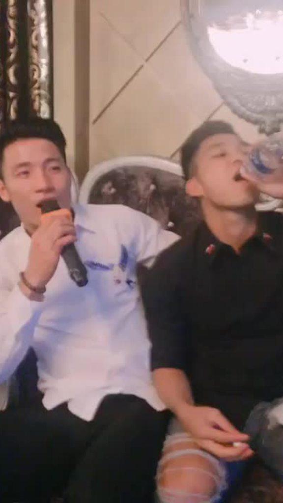 Trung vệ Bùi Tiến Dũng, Văn Thanh hát 'Ánh nắng của anh' đốn tim fan nữ