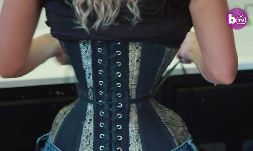 Người phụ nữ mặc corset 23 tiếng một ngày để có vòng eo 46 cm