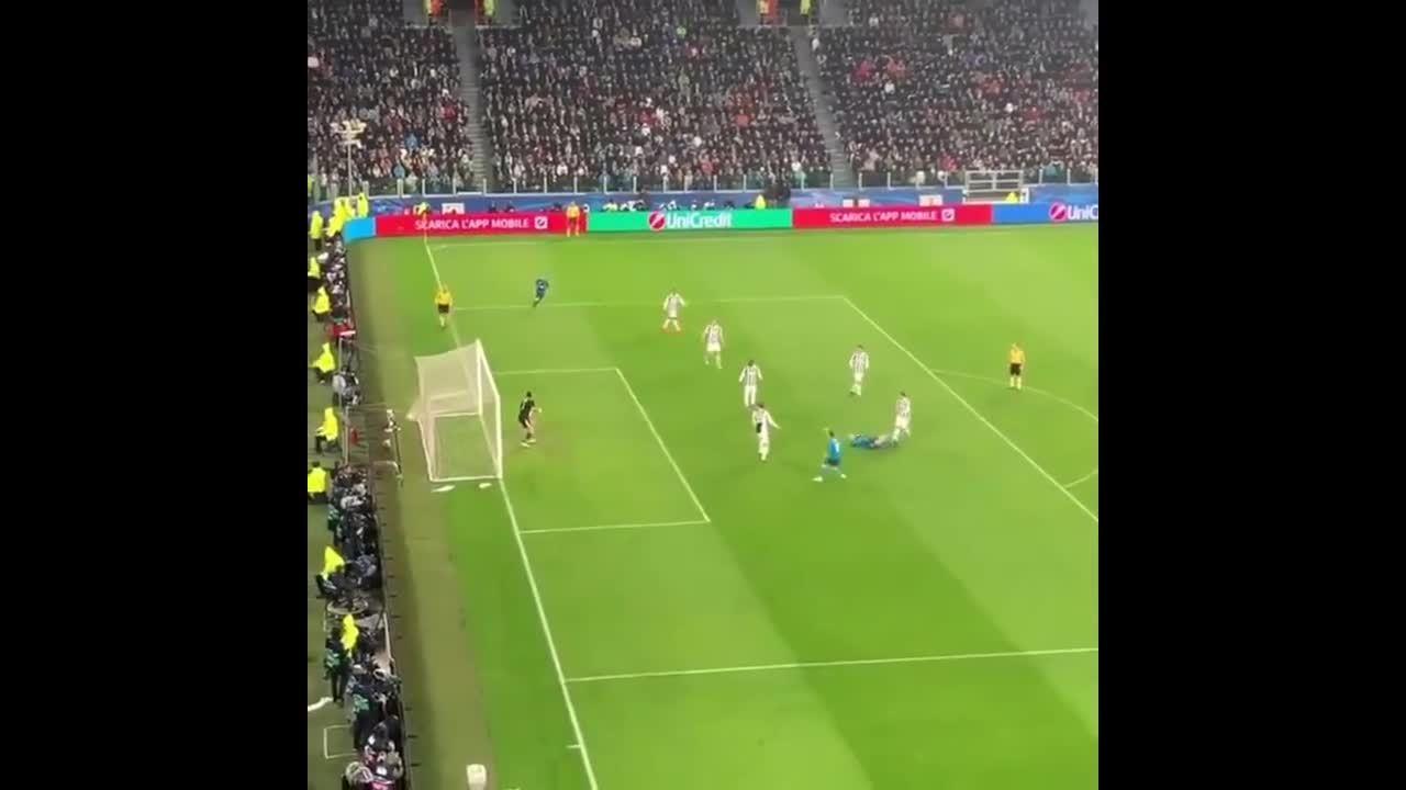 Thầy ngỡ ngàng, đối thủ thán phục trước siêu phẩm của C. Ronaldo