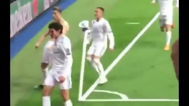 C. Ronaldo cởi áo khoe cơ bắp sau bàn thắng đánh gục Juventus