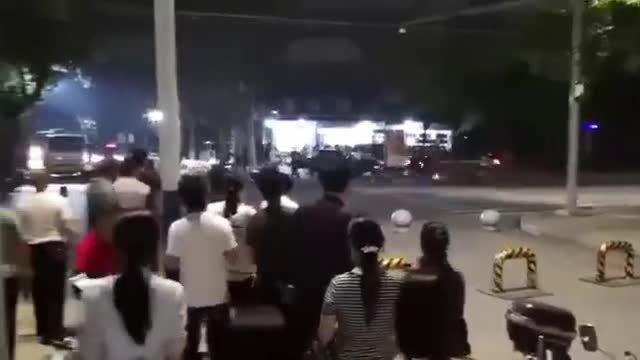 Cảnh sát giao thông dùng thân mình cứu mạng nhiều người khỏi xe điên