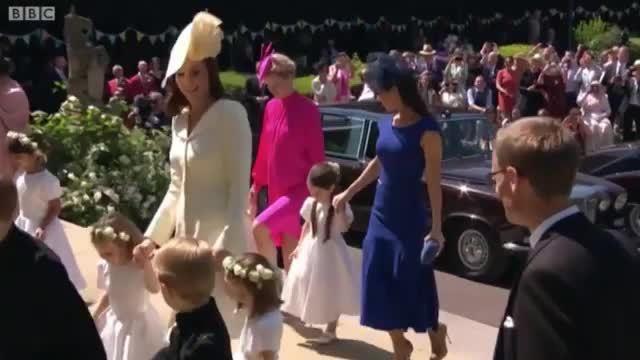 Kate đi cùng hai con và dàn phù dâu, phù rể nhí vào đám cưới