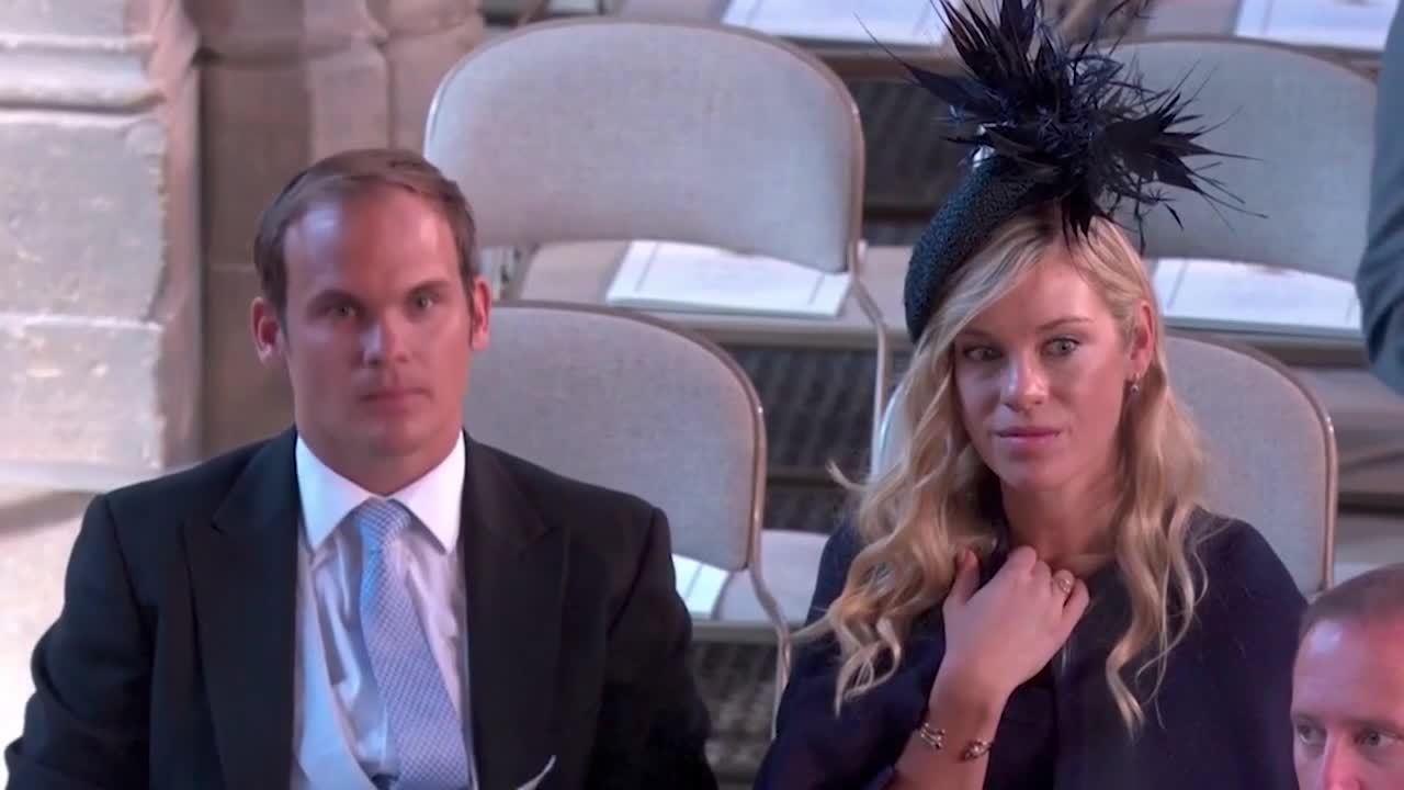Biểu cảm buồn bã, tiếc nuối của bạn gái cũ Harry gây chú ý trong đám cưới