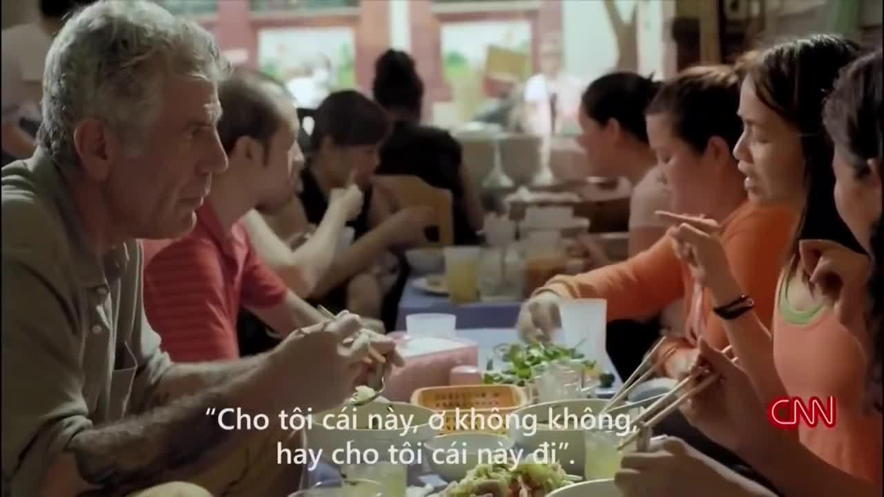 Anthony Bourdain ăn bún mắng Hà Nội