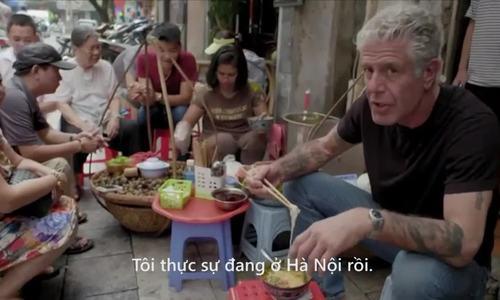 Anthony Bourdain ăn bún ốc Hà Nội
