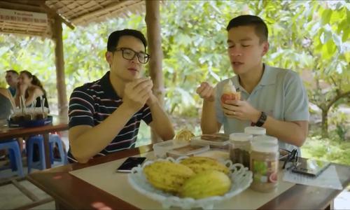 Adrian Anh Tuấn thăm vườn cacao ở Cần Thơ