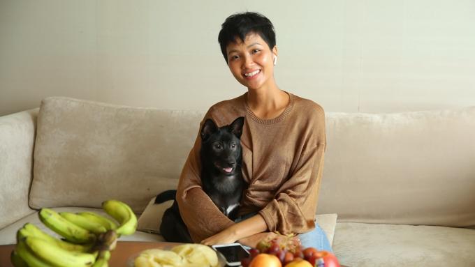 H'Hen Niê sống giản dị trong căn hộ giải thưởng Hoa hậu