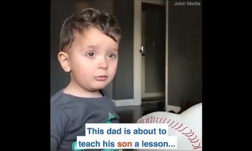 Bé trai khóc thét vì tưởng bố 'lấy cắp' chiếc mũi