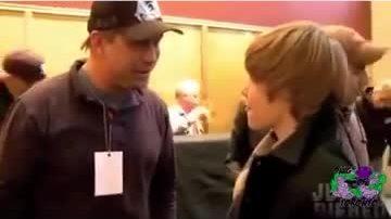 Justin làm quen với Hailey