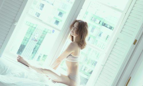 Ngọc Trinh diện nội y, khoe hình thể sexy ở tuổi 29