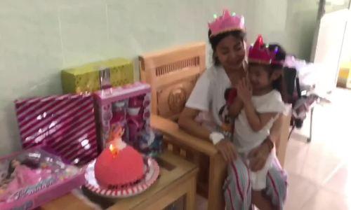 Sinh nhật con gái Mai Phương
