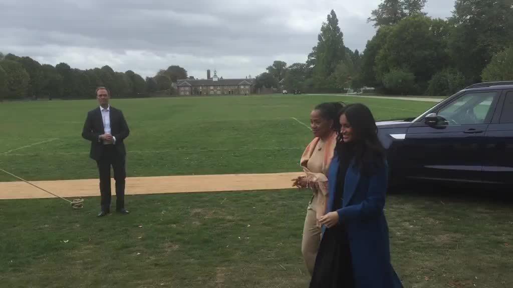 Meghan lần đầu đưa mẹ đẻ cùng tham dự sự kiện hoàng gia
