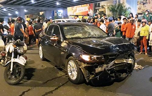 Nữ tài xế lái ôtô tông hàng loạt xe tại ngã tư ở Sài Gòn
