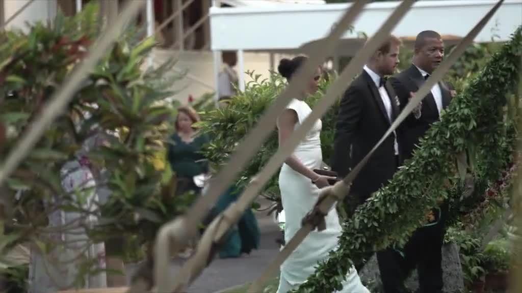 Ý nghĩa ẩn sau bộ đầm trắng Meghan diện ở Tonga