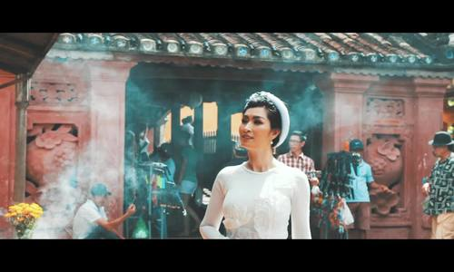 Hậu trường Nguyễn Hồng Nhung chụp áo dài ở Hội An