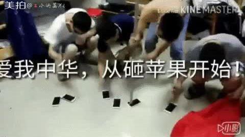 Người Trung Quốc đập iPhone