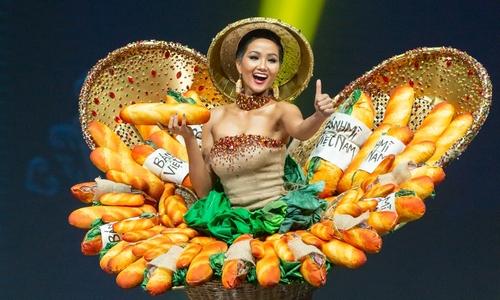 Full H'Hen Niê trình diễn trang phục 'Bánh mì' tại Miss Universe
