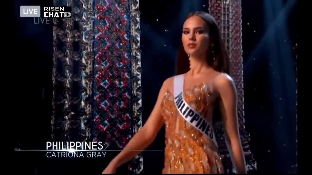 Catriona Gray catwalk ở bán kết Miss Universe