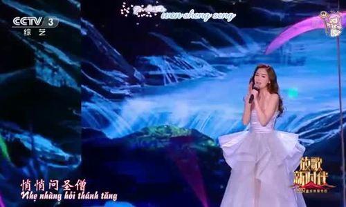 Angelababy hát trong đêm chào năm mới