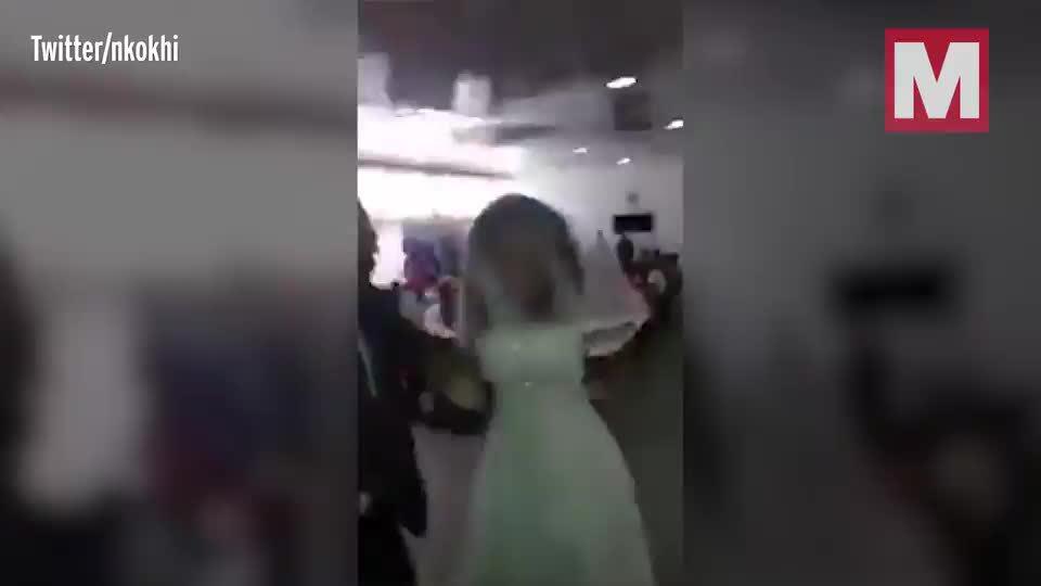 Đang làm lễ ở nhà thờ, cô dâu ngớ người khi bồ nhí của chú rể diện váy cưới xuất hiện