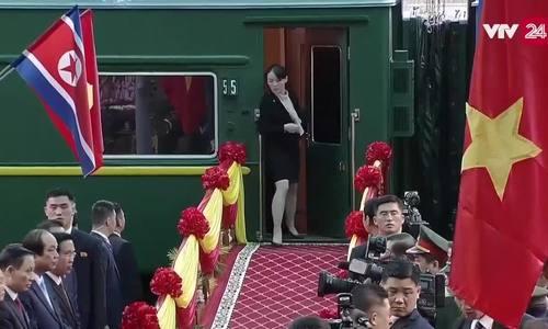 Em gái Kim Jong-un xuống tàu trước để kiểm tra