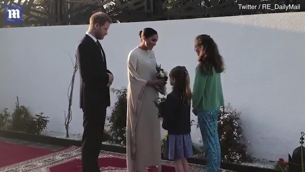 Meghan mặc đầm Dior dự tiệc chiêu đãi của đại sứ Anh ở Morocco