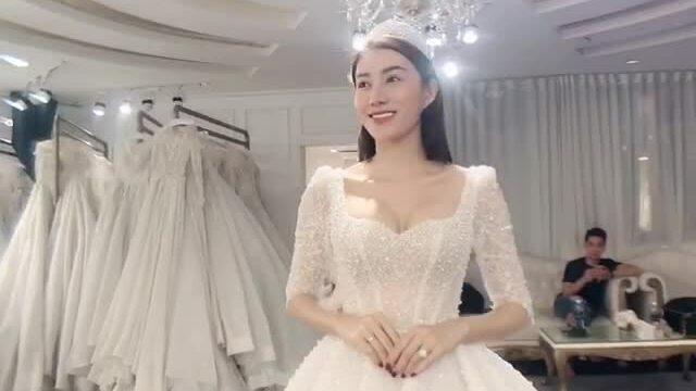 3 mẫu váy cưới tôn nét duyên dáng cho Lê Hà The Face