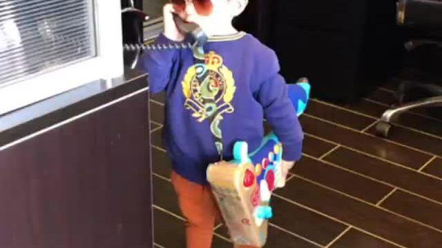 Con trai Đan Trường mặc sành điệu