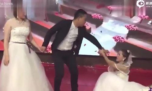 Cô dâu sốc khi bạn gái cũ của chú rể mặc váy cưới xuất hiện ở hôn lễ