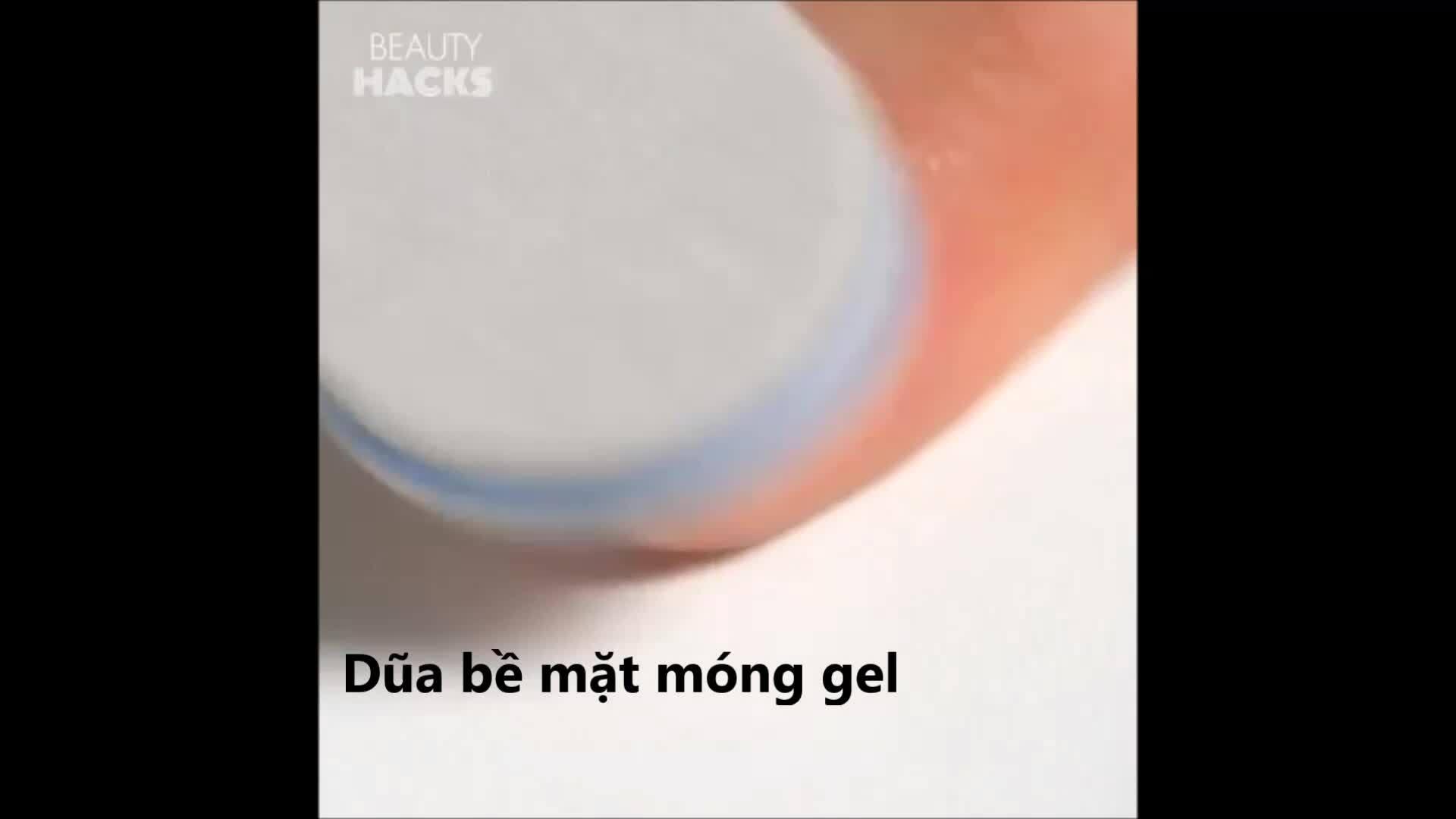 Hướng dẫn cách tẩy sạch móng gel tại nhà