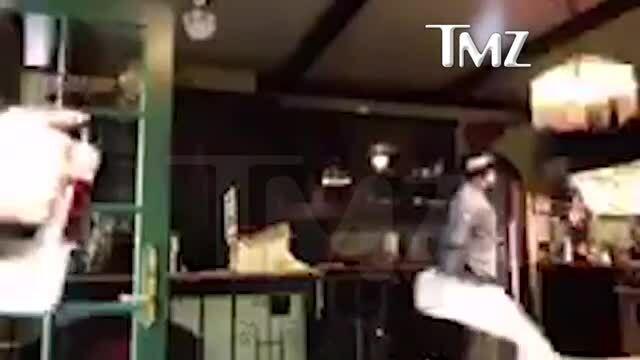 Johnny Depp say xỉn, đập phá đồ đạc trong bếp