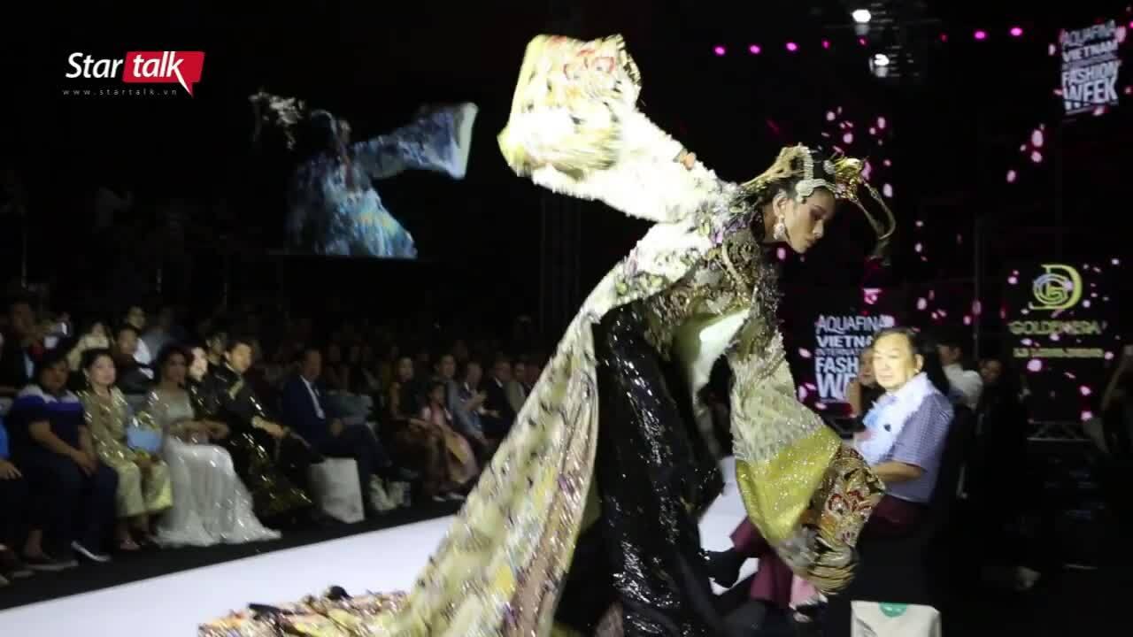 Võ Hoàng Yến 'vồ ếch' khi catwalk