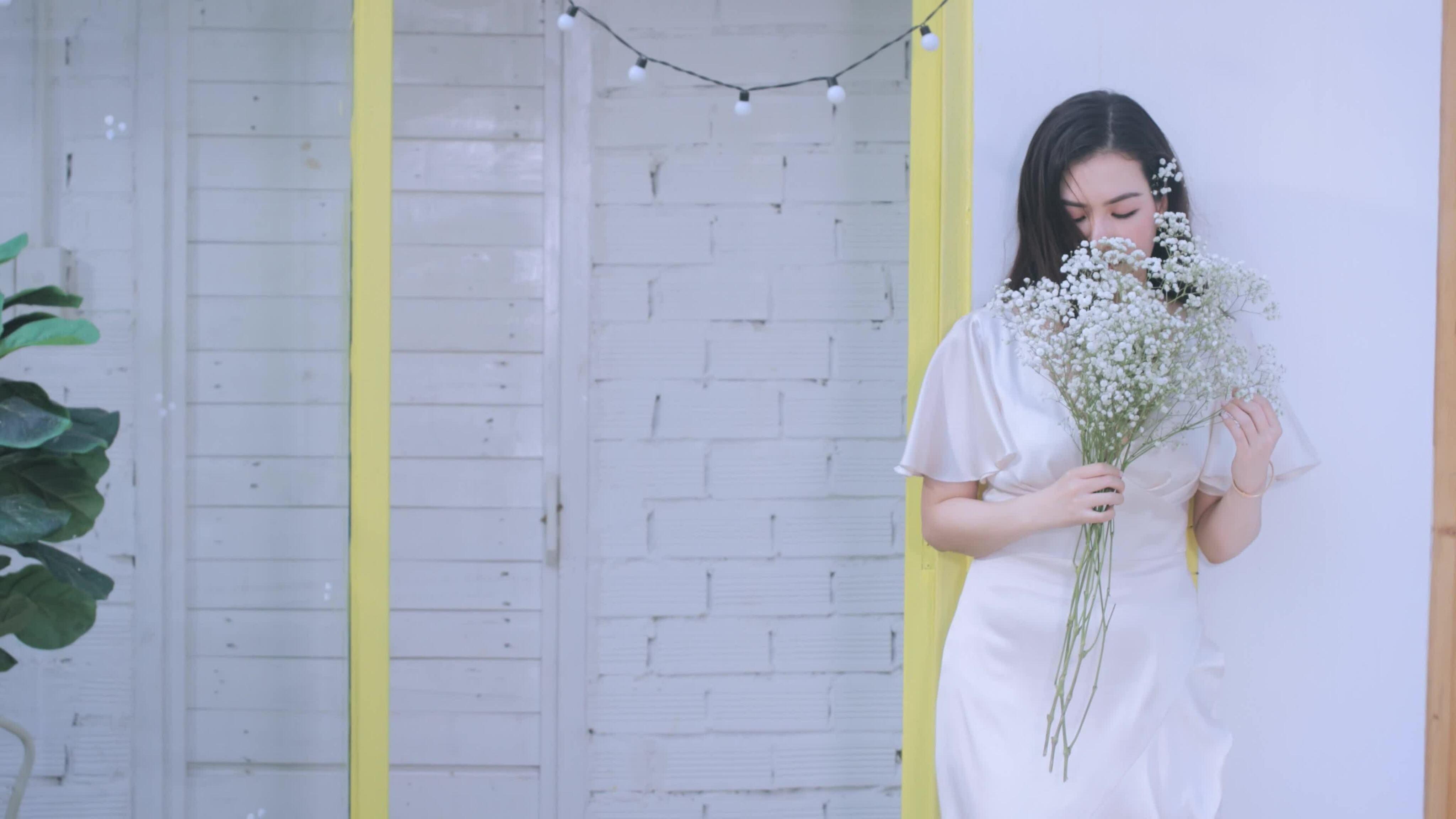 Hoa hậu Diễm Trần làm mẫu ảnh