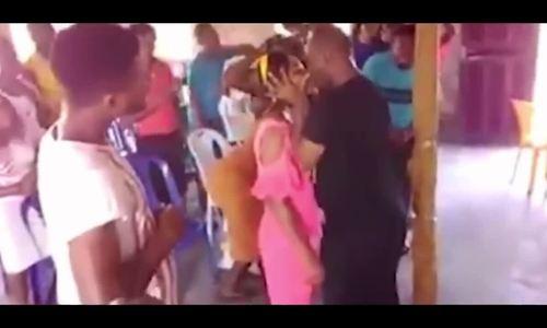 Mục sư gây tranh cãi khi hôn say đắm cô gái trẻ để 'xua đuổi tà ma'