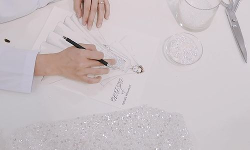 Cận cảnh quá trình sáng tạo váy cưới Cinderella cho Lê Hà