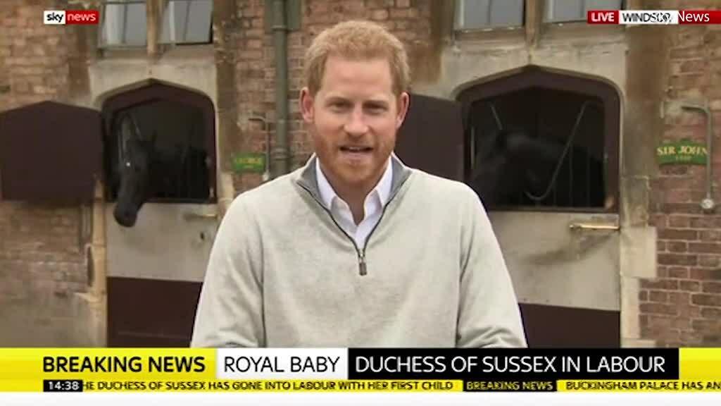 Hoàng tử Harry mừng 'như đi trên mây' khi vợ sinh con trai