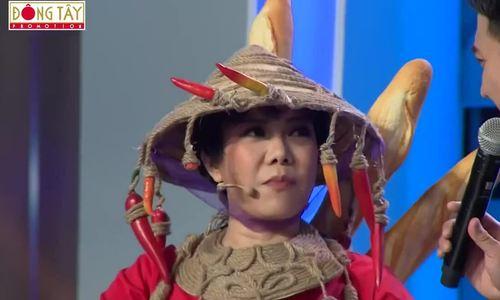 Việt Hương gây cười khi mặc trang phục bánh mì giống H'Hen Niê