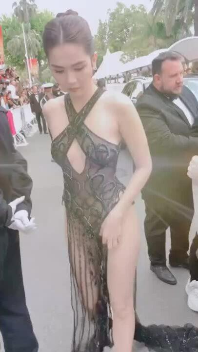 Ngọc Trinh lần đầu sải bước trên thảm đỏ LHP Cannes