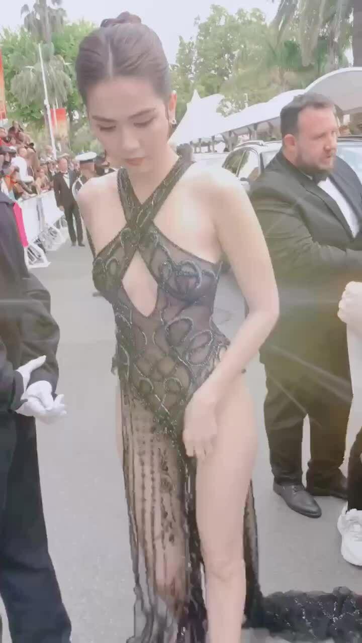 Ngọc Trinh khoe dáng trên thảm đỏ Cannes