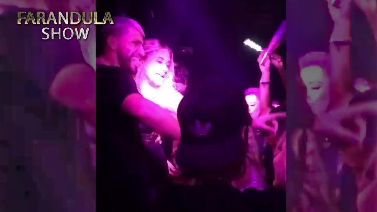 Aguero ôm eo bạn gái, 'quẩy' trong hộp đêm