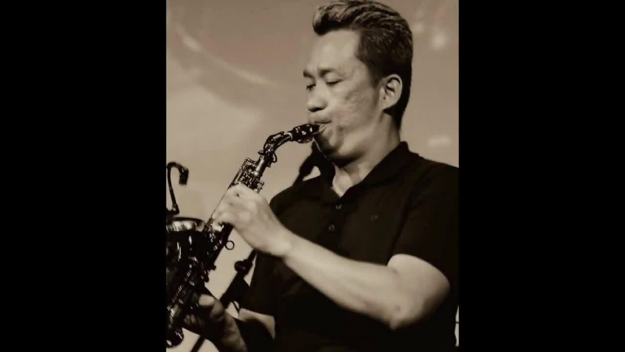 Nghệ sĩ saxophone Xuân Hiếu chơi bài 'Tình lỡ'