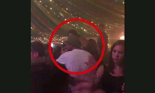 Vợ chồng Becks ôm hôn trên sàn nhảy