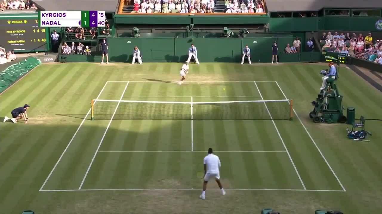 Nick Kyrgios đánh bóng thẳng vào người Nadal