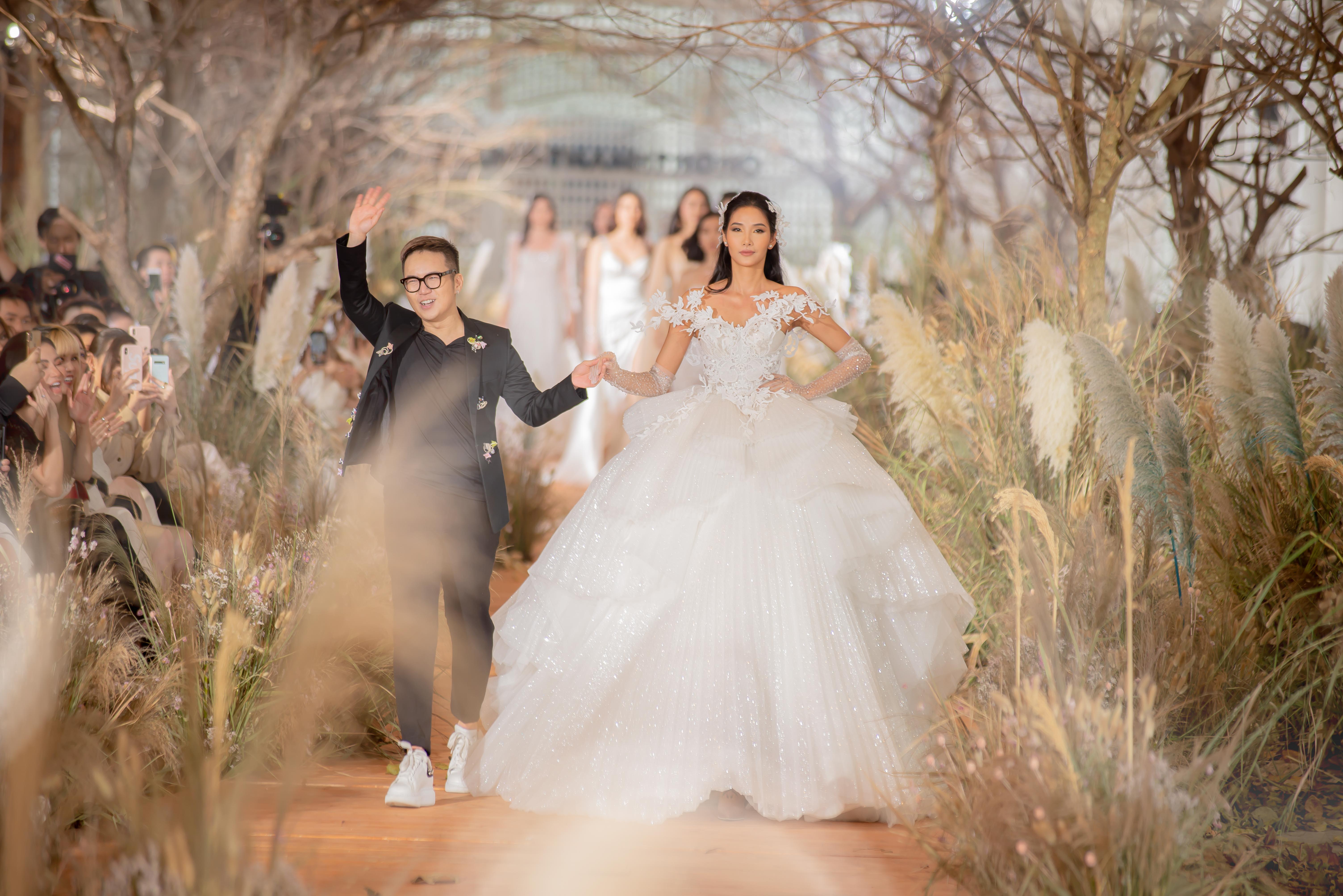 Hoàng Thùy làm vedette show thời trang cưới của Chung Thanh Phong