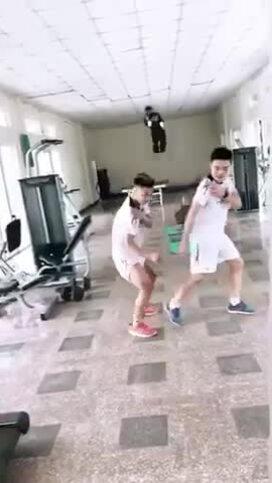 Xuân Trường, Văn Thanh tái hiện điệu nhảy 'đau tay' của Sơn Tùng