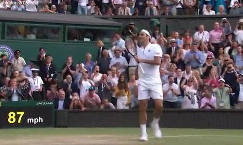 Khán đài vỗ tay sau chiến thắng của Federer