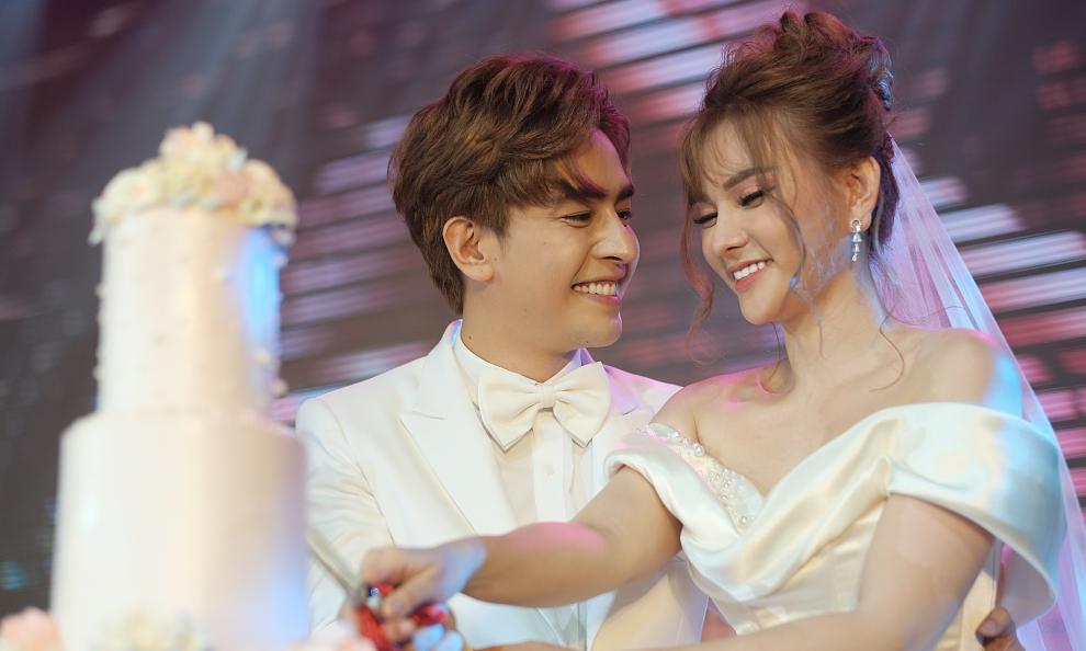 Chồng trẻ Thu Thủy: 'Anh sẽ cầm chặt tay và bảo vệ em cả cuộc đời'