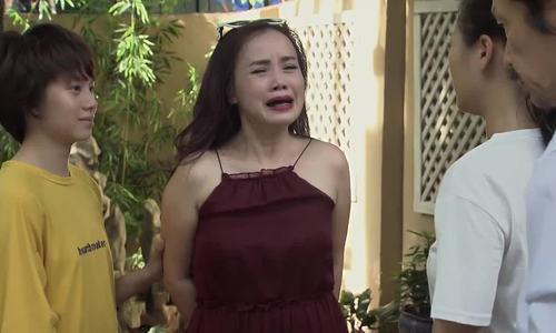 Đoàn phim không nhịn được cười vì cảnh cô Xuyến đi lấy chồng