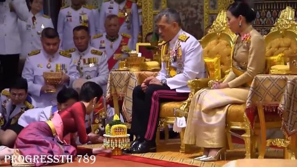 Vua Thái Lan sắc phong nữ thiếu tướng làm hoàng quý phi